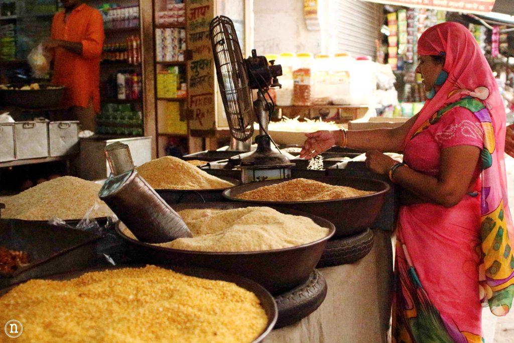 mujer en mercado jodhpur