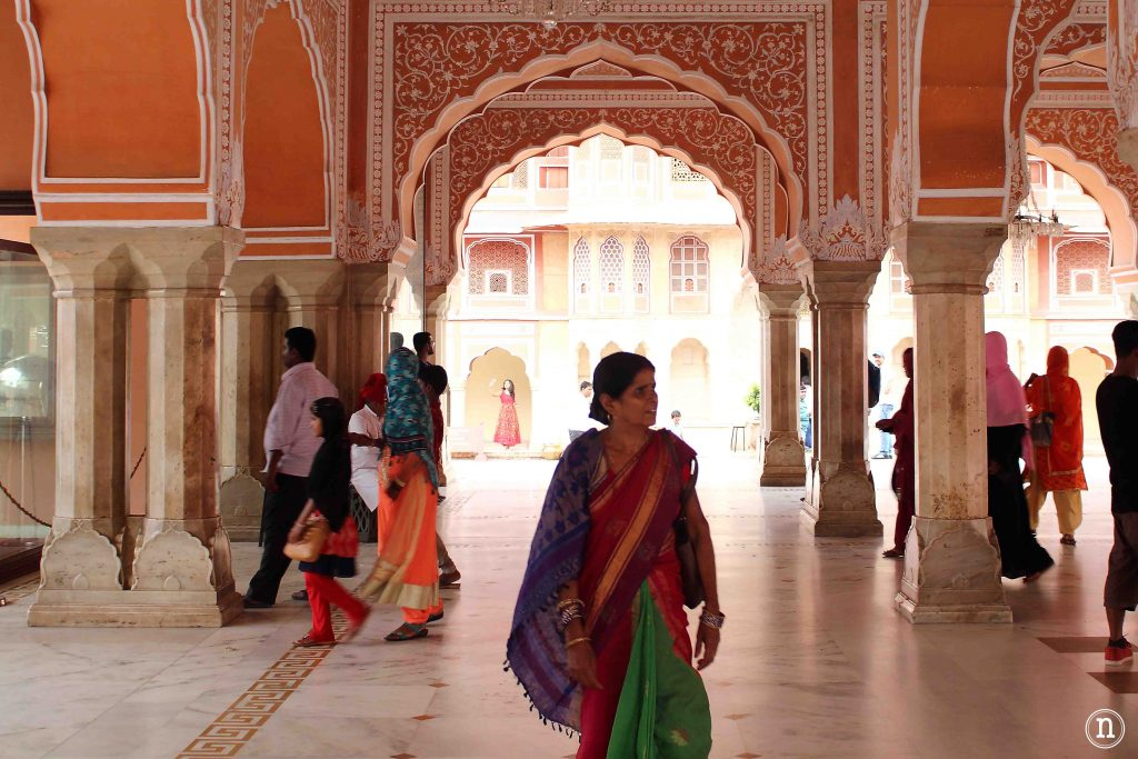 mujer en el palacio del jaipur