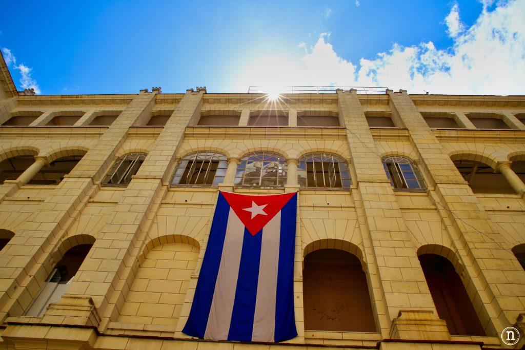 museo de la revolución la habana bandera