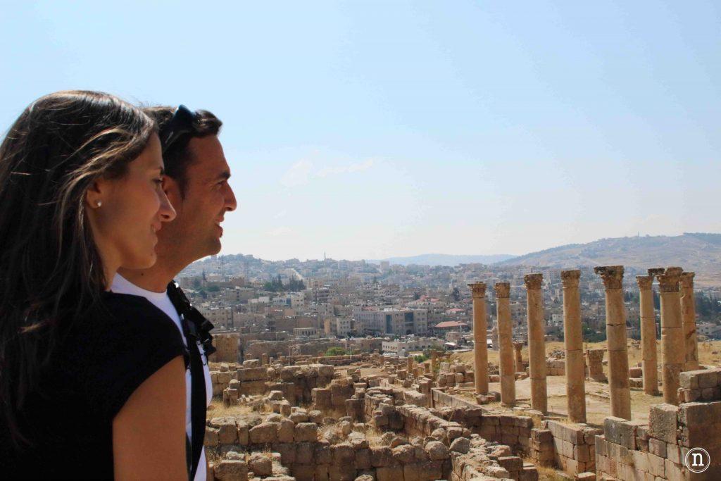 Irene y Edu en Jerash Nómadas ocasionales