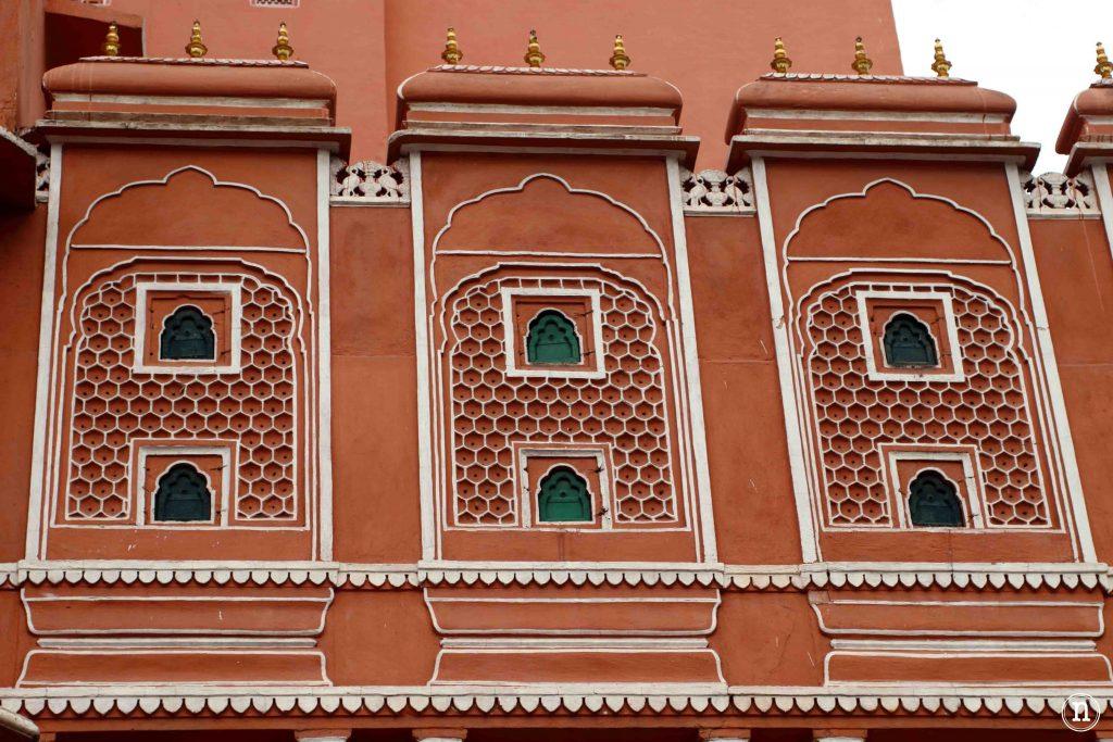 fachada rosa del palacio de los vientos